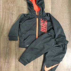 ✔️Nike Dry Fit outfit. Barely worn, like new!
